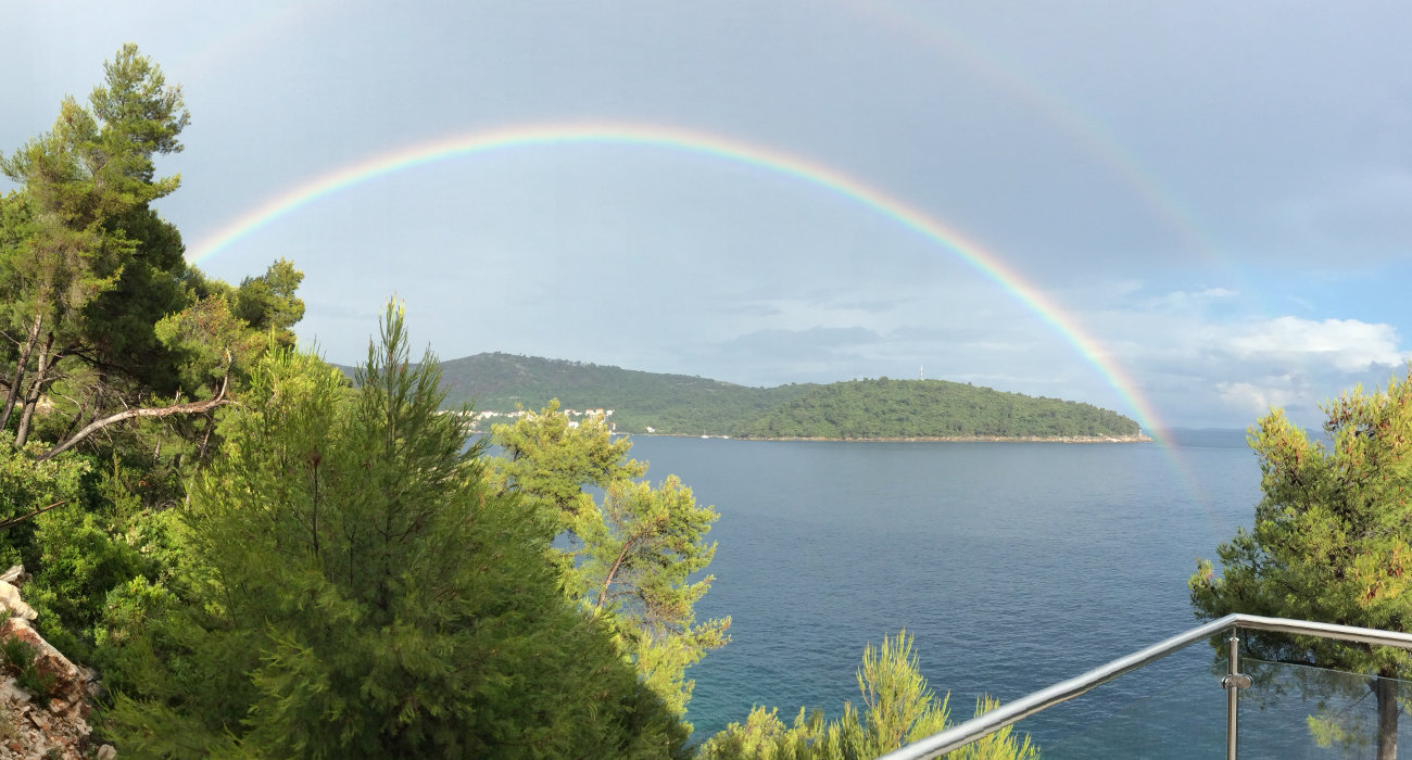 Complete double rainbow view on Brna bay
