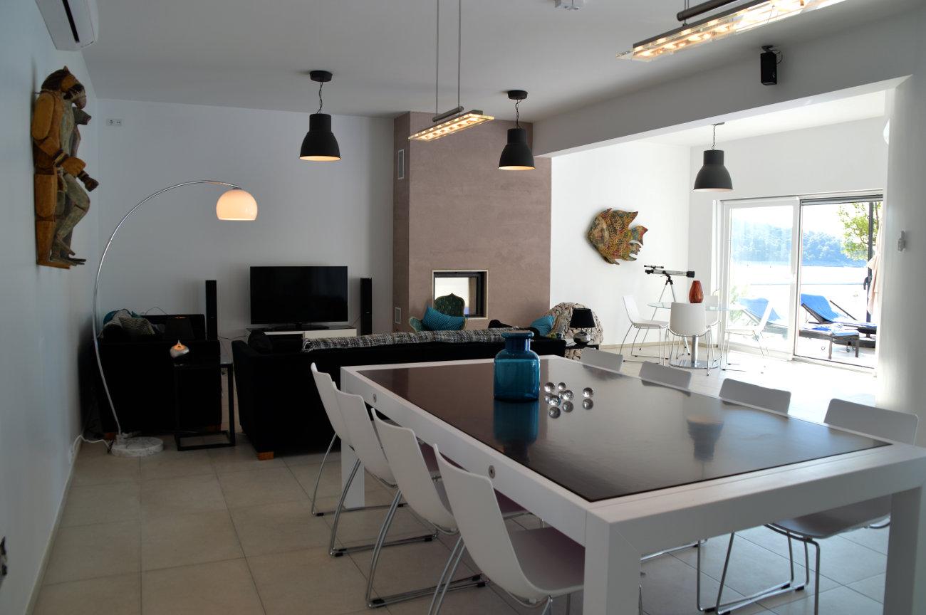 Salon TV table à diner convertible en billard grande terrasse extérieure