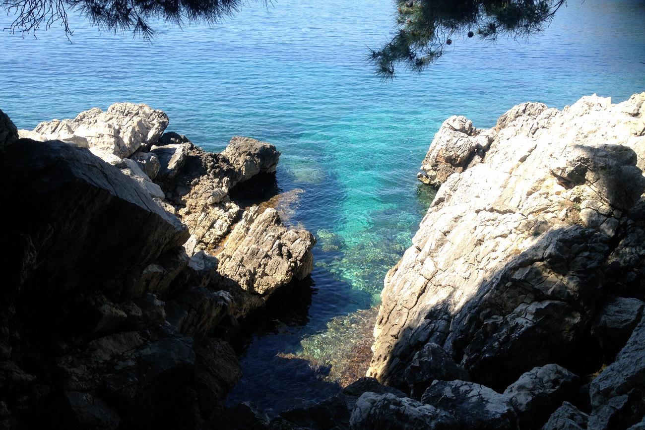 Turquoise sea rocky shore garanteed quiet